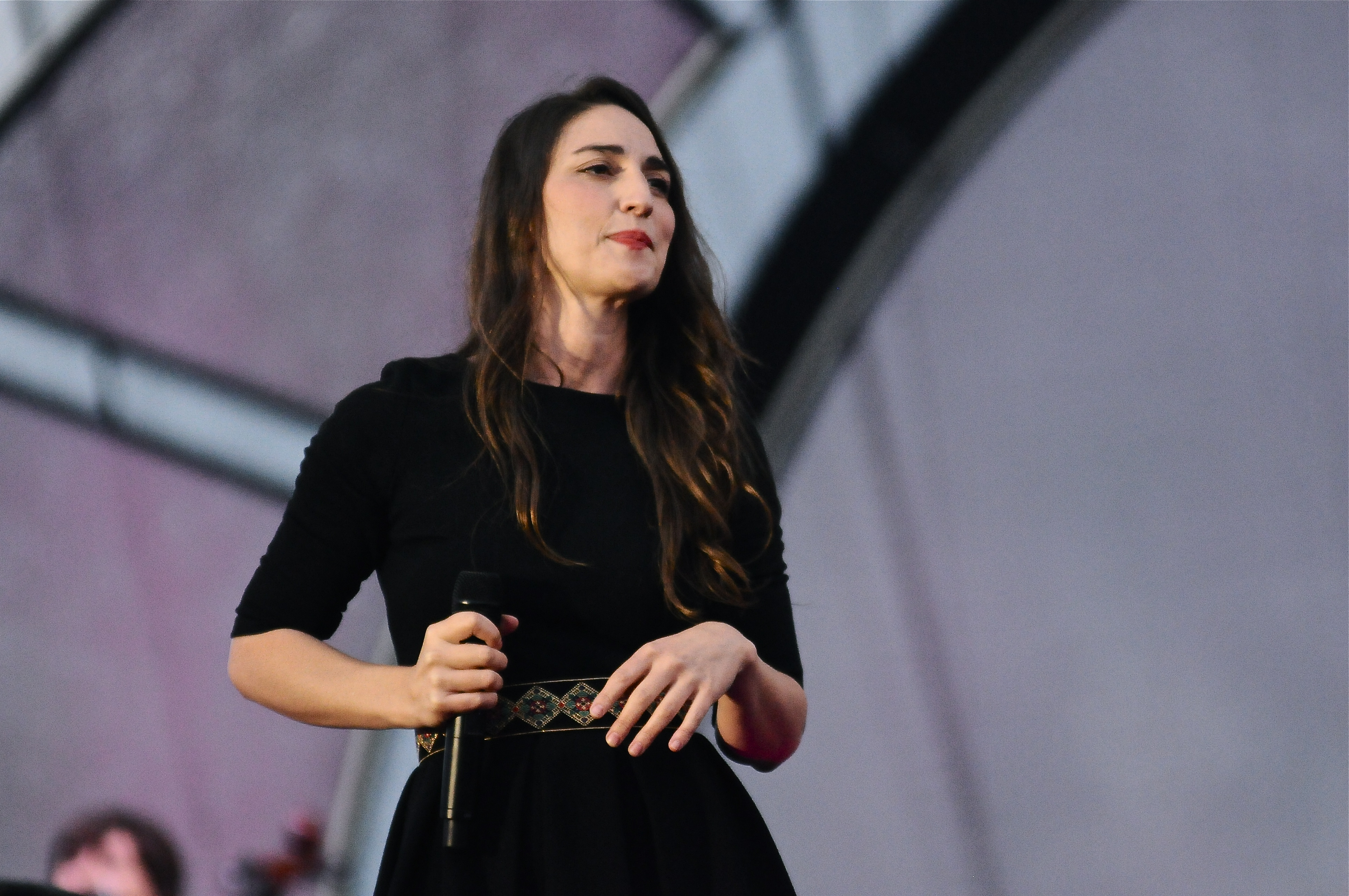 Bareilles And Crowd Brave Rainy Night At Artpark Rock