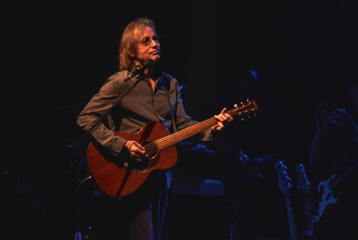 Jackson Browne Finishes With A Flair In Salamanca Rock
